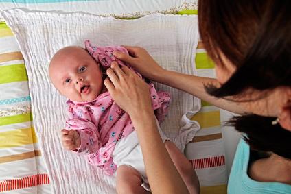 wie zieht man ein baby an
