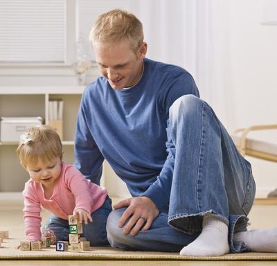 Kind mit Baukloetzen